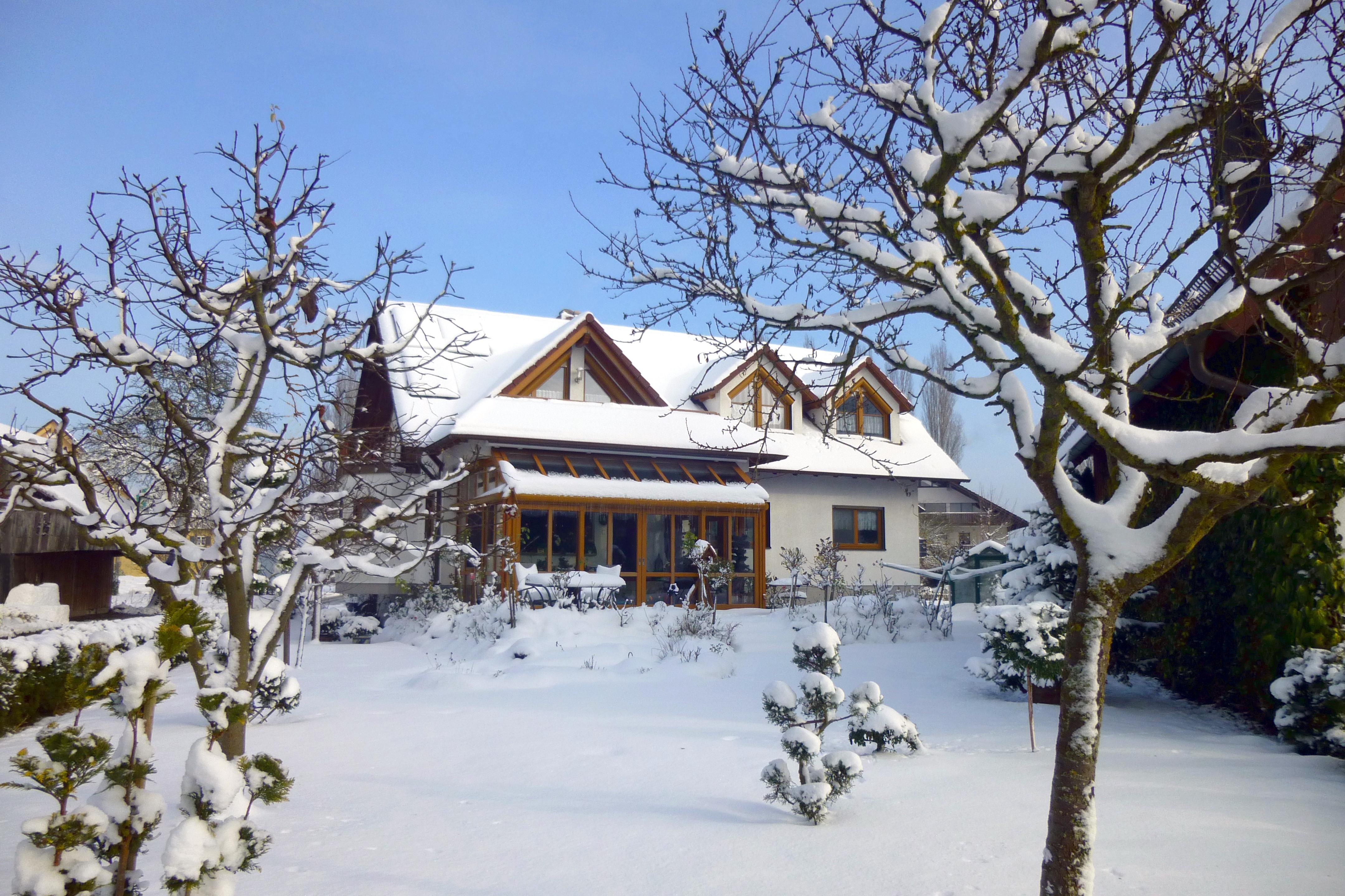 Haus Glas im Schnee_1